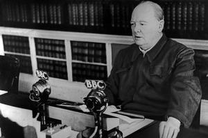 Winston Churchill prononce une allocution à la BBC (1940).
